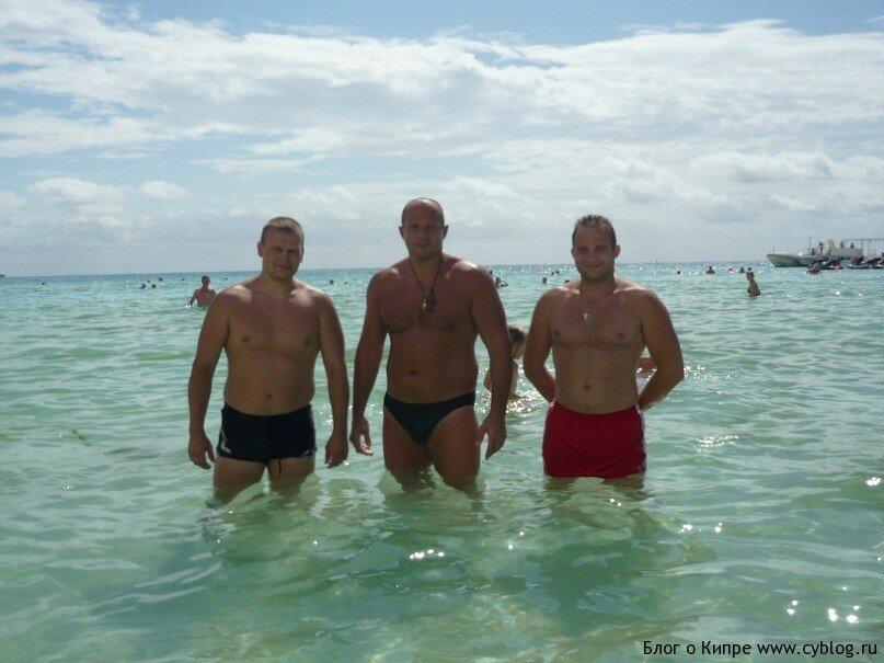 фото на кипре с голыми девушками